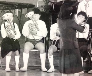 小学校の金管バンドで(右/小6)
