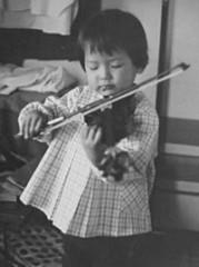 ヴァイオリンを始めて数日後(3歳)