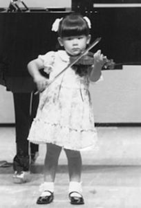 ヴァイオリンの発表会で(3歳)