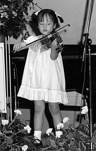 ヴァイオリンの発表会で(3~4歳)