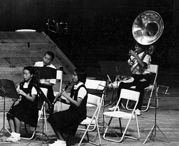 吹奏楽コンクール群馬県大会でスーザフォンを吹く(中1)