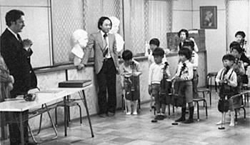 5歳ころ(右端)。中央は中島顕先生、左端はダニール・シャフラン